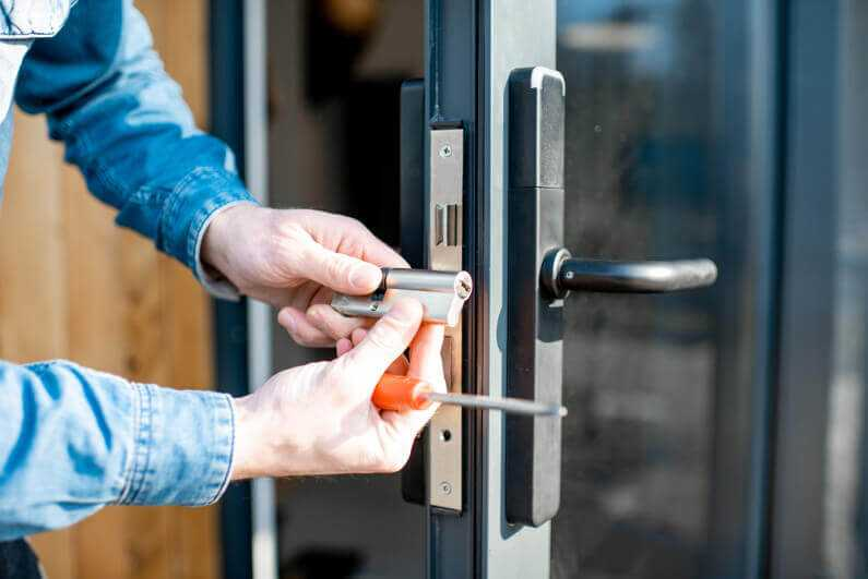 5 tips to find a good locksmith near you at affordable prices